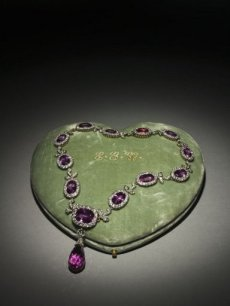 Tiffany & Co. (American, 1837 – present). Necklace, (Diamonds, pink tourmaline, yellow gold, platinum, c.1885 –1895).  The Cleveland Museum of Natural History, 1991-20. Photo:  Howard Agriesti, The Cleveland Museum of Art.