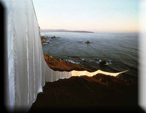 Christo and Jeanne-Claude Runnng Fence, Sonoma and Marin Counties, California 1972-76, Photo: Jeanne-Claude @1976 Christo