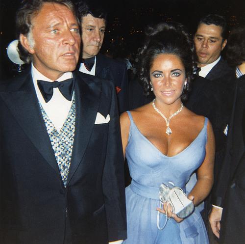 http://genevaanderson.files.wordpress.com/2010/02/elizabeth-taylor-1970-in-edith-head-dress.jpg