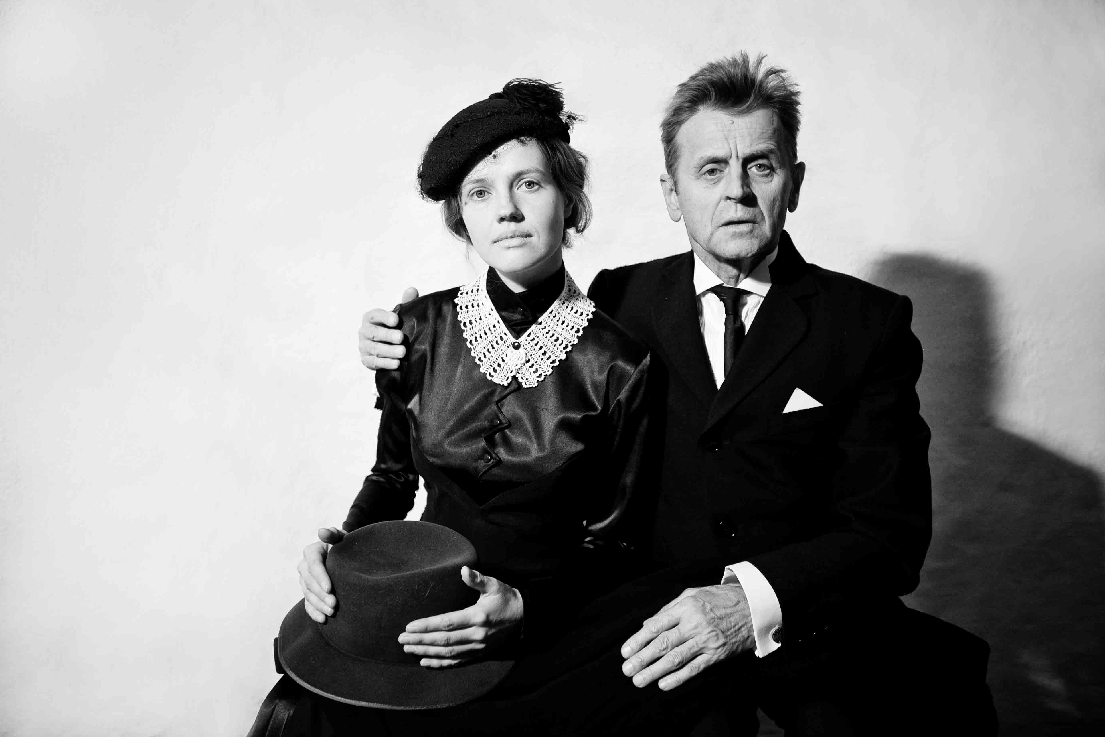 review �in paris��mikhail baryshnikov is smoldering as a