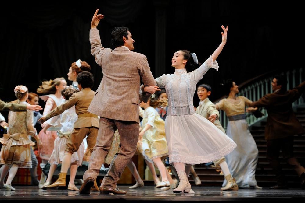 "San Francisco Ballet in Helge Tomasson's ""Nutcracker,"" December 7-28, 2012, at War Memorial Opera House.  @ Erik Tomasson"