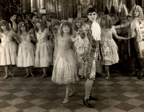 """Marguerite Clark and Creighton Hale in J. Searly Dawley's """"Snow White,"""" (1916). SF Silent Film Festival."""