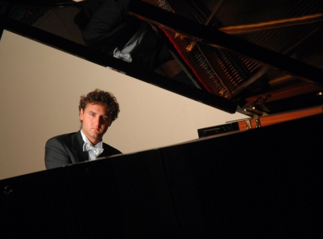 A three encore night for Italian pianist Giuseppe Albanese who had his West Coast debut with Nicola Luisotti and the San Francisco Opera Orchestra on Friday, May 17, 2013.  Photo: courtesy Giuseppe Albanese.