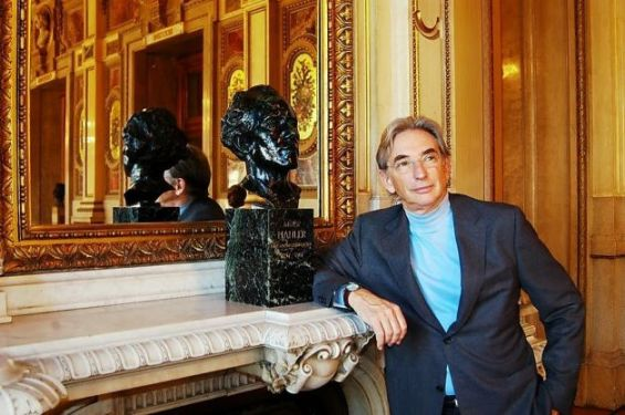 "Michael Tilson Thomas with the bust of Gustav Mahler at the Weiner Staatsoper (Vienna Opera House) during the filming of the acclaimed ""Keeping Score"" series in which MTT mapped the actual geography of Mahler's life. Photo: Courtesy SFS"