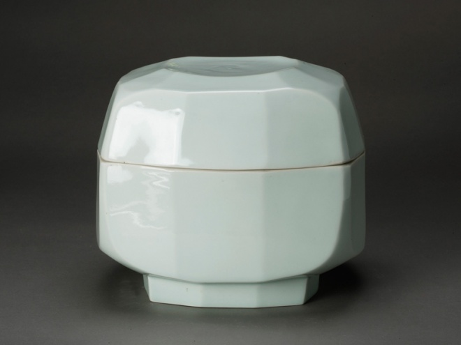 Elegant, handbuilt and referencing Confucian ritual vessels from Korea's Joseon (Choson) period, Korea's last dynastic period, ceramicist Kim Yik-yung (1935) creates modern forms that explore the boundaries between old and new. Faceted bowl with lid, approx. 1960-2000, porcelain, acquired by AAM in 2010. Image: courtesy AAM.