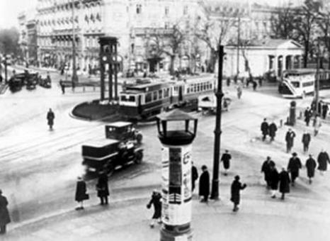 "A scene from Walther Ruttman's 1927 silent film ""Berlin, Symphony of a Great City"" which screens Sunday, January 17, 2016 at the 20th Berlin & Beyond Film Festival. The festival celebrates its 20th anniversary with a restored version of this film fused with music created by the Berlin-based band ALP. Ruttman, a pioneer of modern multimedia art, was influenced by the Russians, especially the montage theories of Dziga Vertov. His visual poem, in conjunction with ALP's innovative rhythm, will take people back to a bygone era and capture a full day, from morning to midnight, in this bustling metropolis. Image: courtesy Berlin & Beyond"