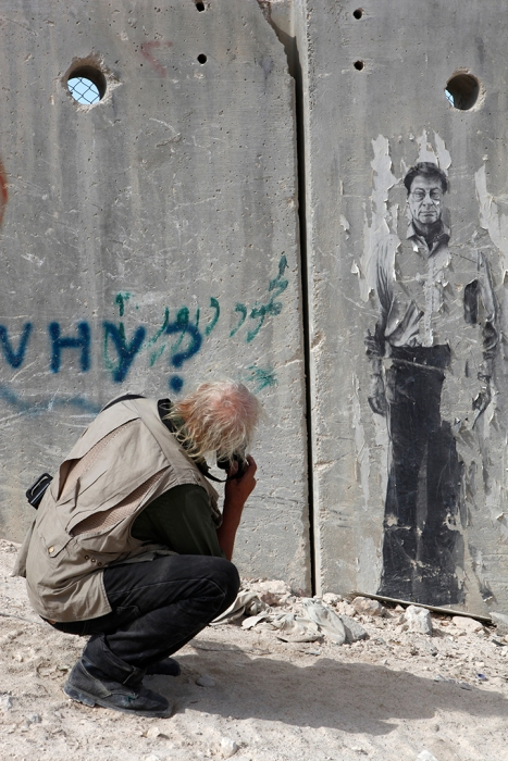 Josef Koudelka photographing a mural of the late poet, Mahmoud Darwish, considered Palestine's national poet, East Jerusalem. © Gilad Baram