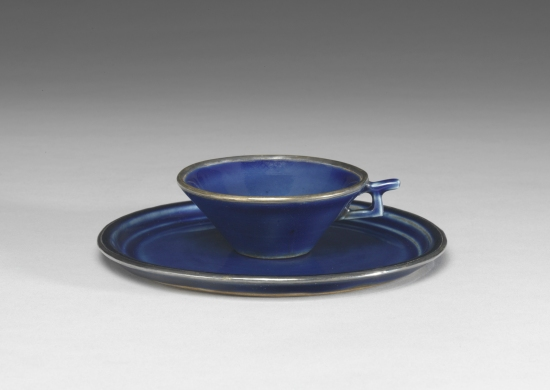 Yuan dynasty porcelain cup and saucer with cobalt blue glaze and gilt decoration. Jingdezhen, Jiangxi province, Yuan dynasty (1271–1368), National Palace Museum, Taipei, Photograph © National Palace Museum.