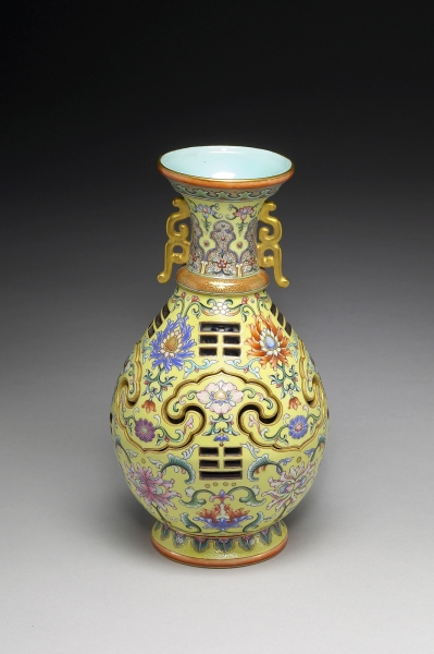 AAM Emperors' Treasures Vase with revolving core EX2016.3.106